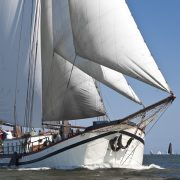 هولنديا الإبحار.