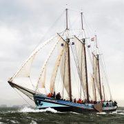 Gran helada navegando barcos de vela