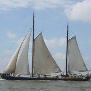 جوسينا إليزابيث تبحر جديدة