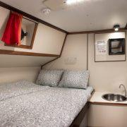 Семи деревянная двуспальная кровать