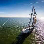Sailing with sailing charters and sailing packages on the IJsselmeer