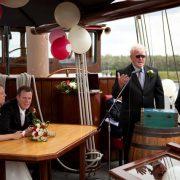 Frisius van-adel gifter seg med 2 seilskip