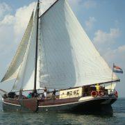 Lauwerszee varend zeilende schepen