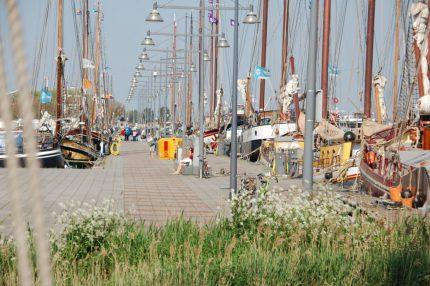 帆船和房子航行假期
