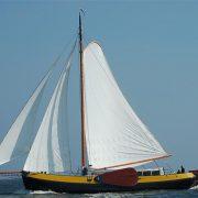 Horizon zeilend charterschip