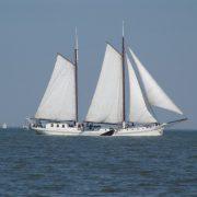 Atalanta vitorlázik a Wadden-tengeren