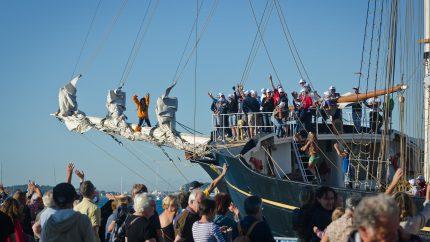 Joves de cursa d'alt vaixell